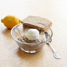 Øllebrød med meget flødeskum - Danish rye bread porridge with a big scoop  whipped cream.