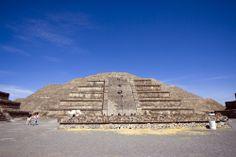 Si algo caracteriza a #Mexico es que en su territorio se encuentran sitios arqueológicos de increíble valor histórico, cultural y arquitectónicos. #Mayas y #Aztecas dejaron asombrosas pirámides, monumentos y edificios que hoy admiran los turistas de todas partes del mundo ¡Descúbrelas! http://www.bestday.com.mx/Paquetes/