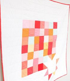 The simple design and bold colors of this throw quilt pattern give it an instantly modern feel. Quilting For Beginners, Quilting Tutorials, Quilting Projects, Quilting Designs, Quilting Ideas, Sewing Projects, Jelly Roll Quilt Patterns, Star Quilt Patterns, Modern Quilt Patterns