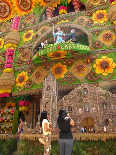 Decorated buildings during Pahiyas Festival in Lucban, PHILIPPINES (by eazy traveler).