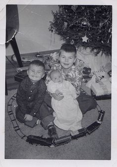 Nothing better than kids on Christmas morning! Old Time Christmas, Ghost Of Christmas Past, Christmas Train, Old Fashioned Christmas, Christmas Morning, All Things Christmas, Christmas Holidays, Vintage Christmas Photos, Vintage Christmas Ornaments