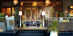 Le Meridien Delfina Santa Monica * * * * Avant-gardiste et définitivement urbain, l'hôtel jouit d'une vue spectaculaire sur l'océan et la ville. Le design intérieur mise vraisemblablement sur l'art éclectique en combinant textures, formes et influences mondiales tout en restant apaisant et intime. On se retrouve au bord de la belle piscine de l'hôtel pour un un happy hour autour de quelques chefs d'œuvres et on ne perd rien des conversations entre les amateurs d'art  !