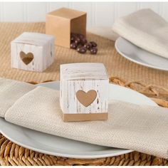 24 rustic favor boxes
