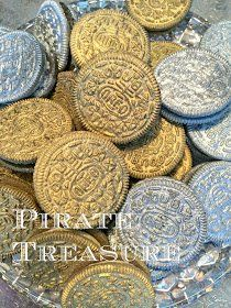 Pirate Treasure - Edible Oreo Coins - make your next Pirate party even more fun! Super simple to make. Just spray Double Stuff Oreos with Wilton's Silver or Gold Color Mist, or Duff's Silver Cake Graffiti. Pirate Day, Pirate Theme, Pirate Halloween, 4th Birthday Parties, Boy Birthday, Birthday Ideas, Pirate Treasure, Treasure Hunting, Mermaid Parties