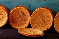 Uighur Naan is cooked in a Tandoor oven and pricked all over to keep the bread from puffing up like traditional naan Omelette, Nan Recipe, Uzbekistan Food, Baguette, Tandoor Oven, Indian Food Recipes, Ethnic Recipes, Asian Recipes, Vegetarian Recipes