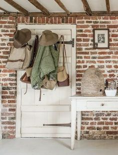 love this brick wall Wallpaper Staircase, Hall Wallpaper, Brick Wallpaper, Cottage Door, Bee Skep, Room Doors, Vintage Country, Home Hacks, Mudroom