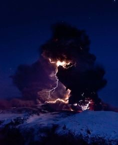 Lightning branches out from behind veil of ash clouds at Iceland's Eyjafjallajokull volcano in April (Photo: by David Jon, NordicPhotos/Getty Images) All Nature, Science And Nature, Amazing Nature, Volcano Lightning, Thunder And Lightning, Lightning Storms, Lightning Cloud, Lightning Photos, Black Lightning