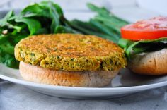 This might turn out to be a better veggie burger =D Burger Recipes, Vegetable Recipes, Vegetarian Recipes, Healthy Recipes, Hamburger Vegetariano, Vegan Chickpea Burger, Vegetarian Burgers, Chickpea Patties, Comidas Light