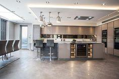 6 deco ideas for a design show - HomeCNB Kitchen Diner Extension, Open Plan Kitchen Diner, Open Plan Kitchen Living Room, Kitchen Design Open, Kitchen Dining Living, Luxury Kitchen Design, Best Kitchen Designs, Kitchen Layout, Interior Design Kitchen