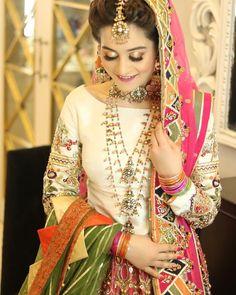 Fashion photography indian mehndi 43 Ideas for 2019 Pakistani Fashion Casual, Pakistani Dresses Casual, Pakistani Wedding Outfits, Pakistani Dress Design, Indian Dresses, Indian Outfits, Bridal Outfits, Pakistani Bridal Makeup, Bridal Mehndi Dresses