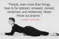 Billede fra http://funmozar.com/wp-content/uploads/2014/10/audrey-hepburn-quotes-facebook-cover-13.jpg.