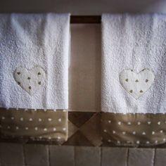 asciugamani con appliquè.