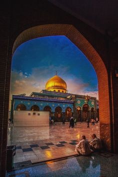 Shrine of Zainab (AS), daughter of Ali (AS) in Damascus, Syria. She was Muhammad (SAAWA)'s granddaughter Islamic Architecture, Art And Architecture, Imam Hussain Karbala, Imam Hussain Wallpapers, Karbala Photography, Palestine Art, Dome Of The Rock, Islamic Paintings, Islamic Wallpaper