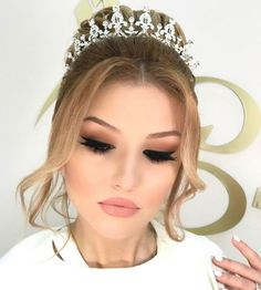 Discover recipes, home ideas, style inspiration and other ideas to try. Makeup Art, Beauty Makeup, Hair Beauty, Wedding Day Inspiration, Makeup Inspiration, Style Inspiration, Bridal Makeup Looks, Wedding Makeup, Marriage Makeup