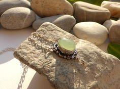 Collier en calcédoine, bijou chic en pierre, bijou calcédoine, collier goutte pierres gemmes : Collier par lapassiondisabelle