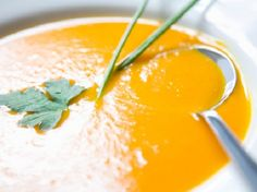Sopa de Abóbora, or Pumpkin Soup, is one of the most traditional Portuguese soup recipes. It has a sweet and unique pumpkin flavor and smooth texture. Portuguese Soup, Portuguese Recipes, Creamy Pumpkin Soup, Canned Pumpkin, Kabocha Squash Soup, Bean Soup Recipes, Veggie Recipes, Cooking Recipes, Paleo