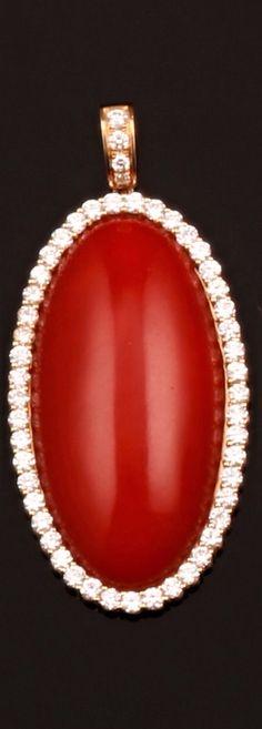 Parure composta da pendente ed orecchini in corallo rosso e diamanti montatura in oro giallo 750/1000 Flask, Christmas Bulbs, Holiday Decor