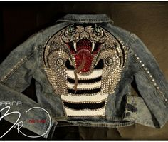 Oh seriously - how cool! Painted Jeans, Painted Clothes, Denim Kunst, Denim Ideas, Altered Couture, Jeans Denim, Diy Clothing, Denim Fashion, Refashion