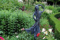 Tuinbeelden maken als mooie tuindecoratie met textielverharder - Beelden maken voor in de tuin met paverpol of pretex