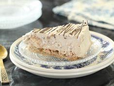 מתכון לעוגת מוקה, שוקולד ומרנג קפואה. כי אם כבר קינוח בחום הזה, אז שיהיה עוגה קפואה ומתוקה שכיף לארח איתה (או לגנוב ממנה כפית) היישר מהמקפיא