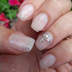 """Mi piace"": 33, commenti: 1 - Debora (@stabilmente_instabile) su Instagram: ""#nail #nails #nailart #nailsart #gel #gelnails #nailgel #gelnailart #whiteandatrass #whitepearls…"""