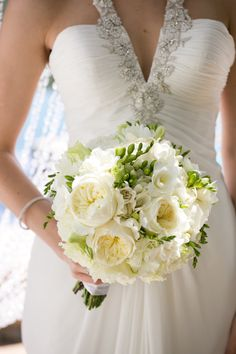 Elegant white bouquet with pops of greenery. photos by Stephanie Hogue Photography   junebugweddings.com