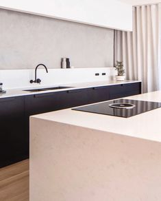 A beautifully decorated home is an expression of your personality and unique style, but decorating can become expensive quickly. There are ways to get the designer looks for less by just using your imagination and a little creativity. Kitchen Confidential, Cozy Nook, Great Rooms, Exterior Design, Master Bathroom, Kitchen Decor, Kitchen Ideas, Living Room Decor, Modern Design