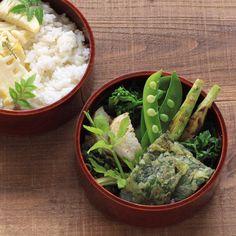 @rurumiki09・May 2016 Today's lunch is vegetables bento box. Cooked rice with bamboo shoots. And various green vegetables. ・ ・ 久しぶりの自分弁当。 自分用のものは心おきなく緑のお野菜をモリモリ 農協で数年越しの想いが実って、 さや付きヤングコーンをやっと見つけました。 さやごと焼いてヒゲもむしゃむしゃいただきます ・ 昨日は子としても親としても嬉しい母の日になり、 雨ですが気持ちの良い月曜日です◎ ・ ・ 5/9 自分弁当 たけのこごはん 春菊の米粉チヂミ 芹の胡麻油炒め 焼きヤングコーン スナップエンドウの塩ゆで 長芋のじっくり焼き 大根菜の塩麹漬け ・ ・