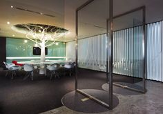 Conference Room - From a Project by M Moser | por M Moser Associates | Interior Design Architecture
