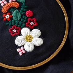 暑さで色が派手になってる 、 、 、 #appletonwool #embroidery #刺繍 #刺しゅう #handmade #needlework #linen #stitch #handembroidery #stitching #handstitched #broderie #bordados #stickerei #ricamo #刺绣品 #자수 #atelier #myworks