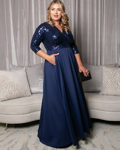 Looking for dazzling plus size evening gowns? Kiyonna's Paris Pleated Sequin Gown will have all eyes on you at your next event. Designed with eye-catching sequins and floor-length pleated skirt with pockets! Plus Size Gowns Formal, Plus Size Evening Gown, Dress Plus Size, Evening Gowns, Mother Of The Bride Plus Size, Mother Of The Bride Dresses Long, Outfits Plus Size, Lingerie Plus, Mob Dresses
