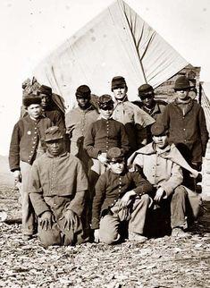 * Guerra de Secessão * Aqui, 1861. O Exército da União, Legalista, aceitava escravos libertos.