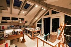 50Amazing-and-Practical-Craft-Room-Design-Ideas-and-Inspirations_06.jpeg (570×380)