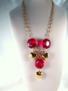February Challenge - Hearts and Baubles Necklace, via Flickr. Vintique Jools - Love the colour!