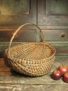 Early Old Splint Farmhouse Egg Basket.nice design and well tapered handle for comfort when carrying.no sharp edges. Old Baskets, Vintage Baskets, Hanging Baskets, French Baskets, Basket Weaving, Hand Weaving, Egg Basket, Rattan Basket, Native American Baskets