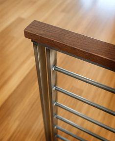 Staircase Banister Ideas, Loft Railing, Modern Stair Railing, Wrought Iron Stair Railing, Stair Railing Design, Metal Stairs, Modern Stairs, Balcon Grill, Wood Handrail