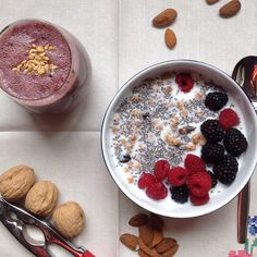 My Casual Brunch: Smoothie de frutos vermelhos e taça de granola com...