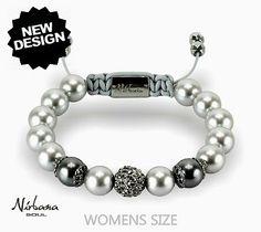 Ein Perlenarmband mit echten Swarovski-Perlen und Himalaja Kristallen. Die silbergrauen Perlen sind sehr elegant und sind mit einer Kristall-Perle (schwarze Kristalle) perfekt ergänzt. Swarovski, Elegant, Beaded Bracelets, Jewelry, Design, Women, Fashion, Black Crystals, Silver Ash