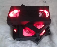Do you have a lot of old VHS ? Maybe you can do the same, a VHS DECORATION LAMP. This is better to use these old tapes than to. Vhs Crafts, Tape Crafts, Diy And Crafts, Record Crafts, Horror Decor, Vhs Tapes, Diy Home Decor, Room Decor, Lights