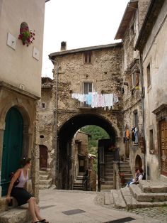 Old street Scanno is a town n comune in de province of L'Aquila, in de Abruzzo region of central Italy