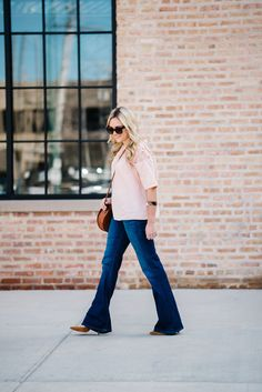 How to Style Women's Flared Denim Jeans — bows & sequins Peach Outfits, Peach Clothes, Women's Flares, Flare Jeans, Pumps Heels, Style Ideas, Bell Bottom Jeans, Denim Jeans, Sequins