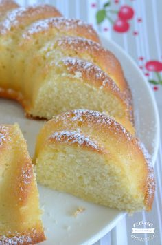 Cherry and pistachio mini-cakes - HQ Recipes Italian Cake, Italian Desserts, Mini Desserts, Italian Recipes, Delicious Desserts, Sweet Recipes, Cake Recipes, Dessert Recipes, Mini Cakes
