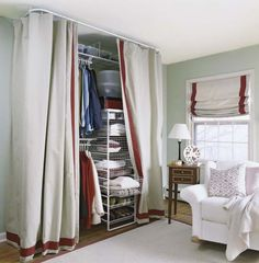 Ideal offener Kleiderschrank mit Vorhang