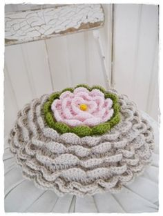 cushion (Looks like a water lily) ~ Inspiration