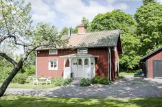 Inspiration summer - 31 cutest crofts around Sweden - Comfortable home Beautiful Buildings, Countries Of The World, My House, Shed, Around The Worlds, Outdoor Structures, House Design, Cabin, House Styles