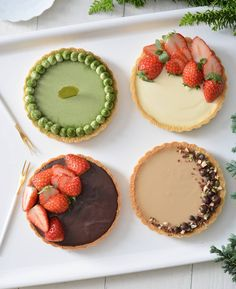 Which do you want to eat? matcha cheesecake . pudding(with strawberries) caramel cheesecake chocolate(with strawberries Bakery Recipes, Tart Recipes, Dessert Recipes, Caramel Cheesecake, Cheesecake Pudding, White Chocolate Desserts, Delicious Desserts, Yummy Food, Small Desserts