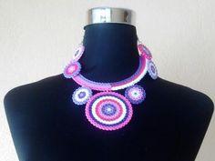 Collar circular con mandalas de circulos con #hamabeads #perlerbeads