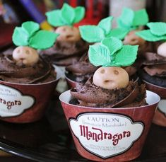 Themed parties 451767406366747777 - Mandrake Baby Cupcakes – 'Harry Potter' Themed Birthday Party Ideas – Photos Source by Harry Potter Snacks, Harry Potter Cupcakes, Baby Harry Potter, Harry Potter Mandrake, Harry Potter Motto Party, Gateau Harry Potter, Harry Potter Thema, Harry Potter Halloween Party, Harry Potter Birthday Cake