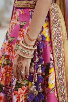 more detail of the printed lengha