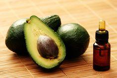 【ナチュラルで栄養豊富なフェイシャルオイル 〜ゼラニウム〜】 エッセンシャルオイルには肌の健康の為の大事な栄養素が多く含まれています。今回はゼラニウムとラベンダーのエッセンシャルオイルを使った自分でつくるフェイシャルオイルをご紹介します。肌を冬場の厳しい環境と寒さから守ってくれるおすすめのレシピです。 #アロマ、#精油、#エッセンシャルオイル、#アロマレシピ、#アロマテラピー、#ハーブ、#ガーデニング もっと詳しく→ shizenryouhou.com/wp/